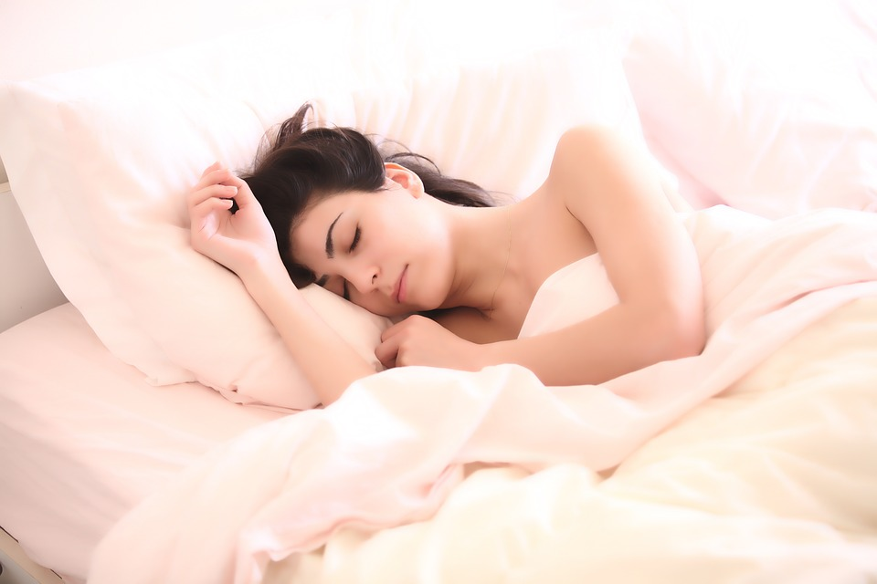woman side sleeping with good posture